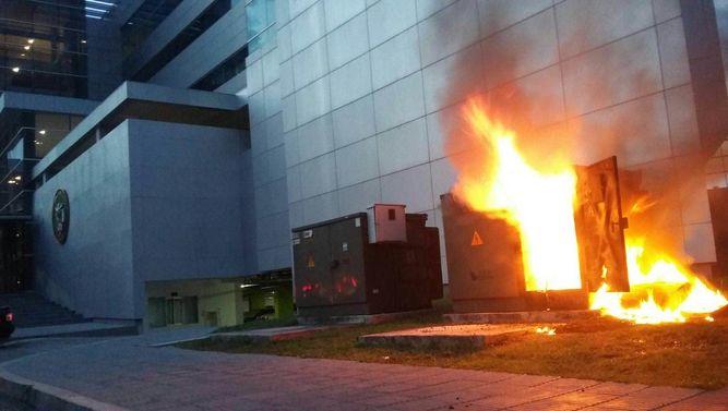 Transformador-llamas-planta-edificio-Asamblea_LPRIMA20151019_0179_32